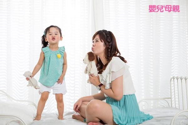 家長們不要忽略了負向語言的殺傷力,多說愛的語言增加親子間的情感存款。