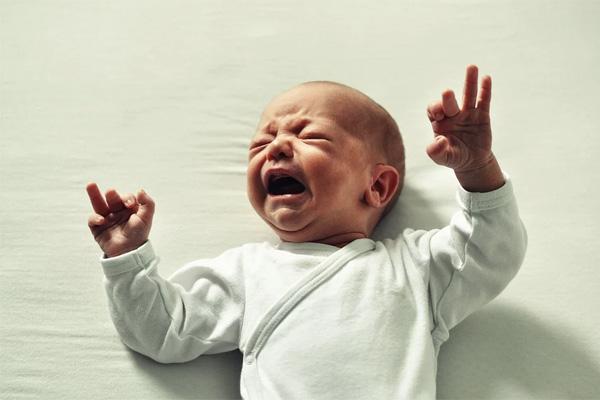 半夜寶寶哭了怎麼辦
