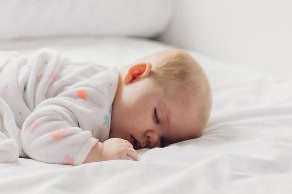 這些睡眠安全地雷易窒息,家長要注意!