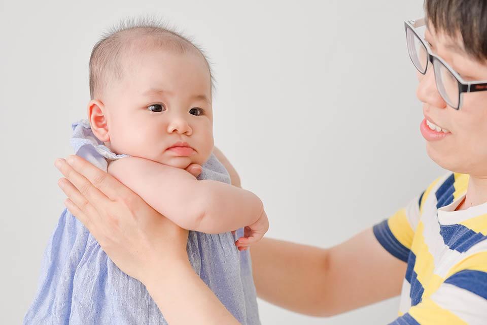 嬰兒搖晃症候群會因搖晃時間長短及程度不同而有臨床表現上的差異