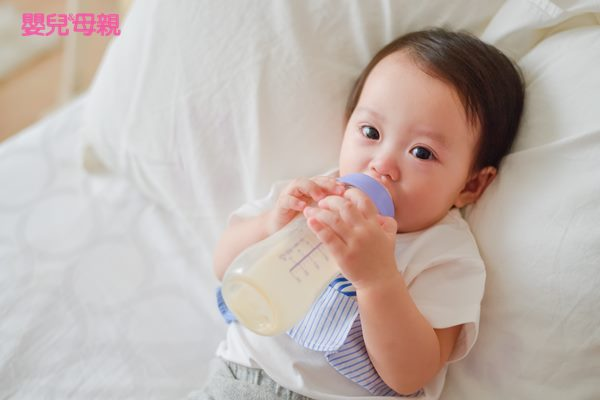 拉肚子最擔心的是脫水,因此要比平常補充更多的水分,但不能只喝白開水,而是要補充有鹽分的水
