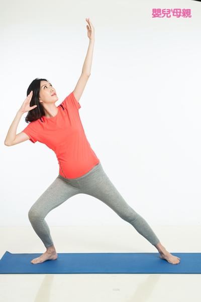 好孕體操 1.拉弓箭式 Step3