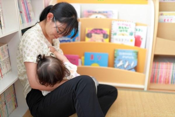 哺乳期媽媽更可能因為熱量攝取不足、酮體生成等原因,使寶寶出現憂鬱及發展遲緩