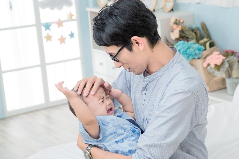 照顧孩子很辛苦,而在照顧過程中,無論面臨什麼狀況,絕不能搖晃任何2歲以下的小孩