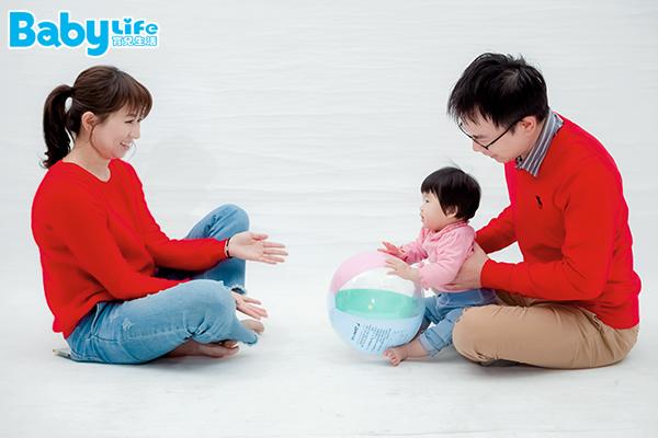 滾球遊戲可以訓練寶寶手眼協調