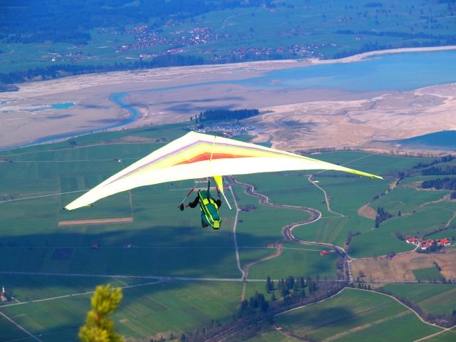 會選擇乘坐滑翔翼在天空飛行的人,多半屬於活力十足的行動派。他們既勇於嘗試新事物,亦敢於接受新挑戰。