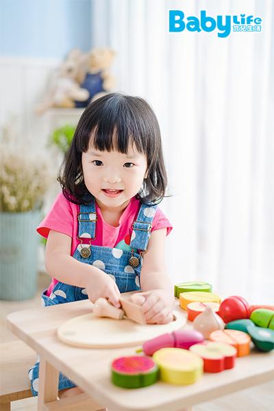 學習使用菜刀,培養孩子的獨立性!
