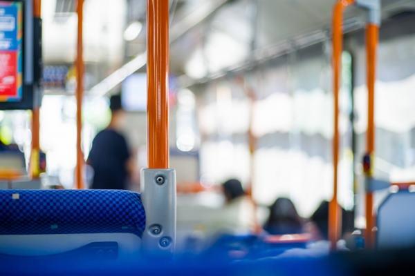 孕婦搭公車