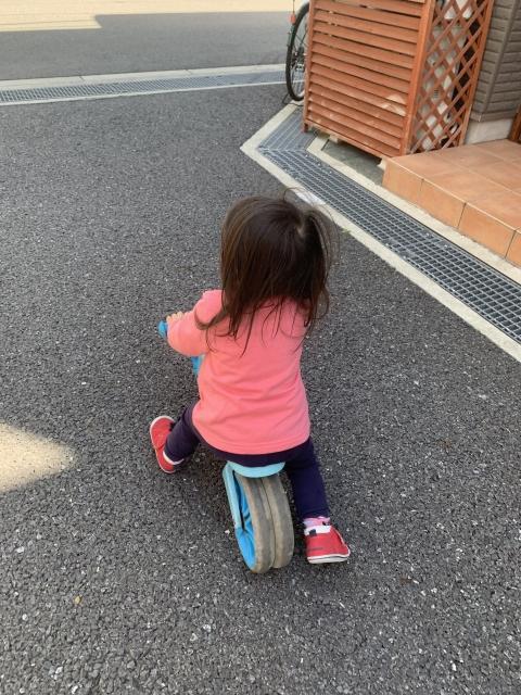許多家長都認為孩子在自家門口玩耍很安全,不用一直盯著看,但意外往往就發生在「當你覺得放心的時候」!