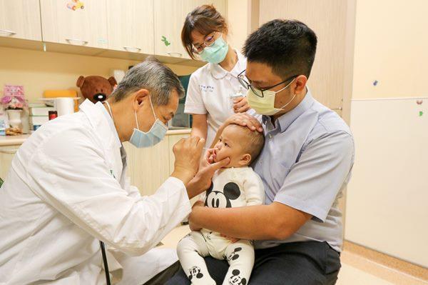 當寶寶出現嚴重的咳嗽、喘鳴、呼吸次數變多或食慾不振…等症狀,小心是呼吸道融合病毒惹禍!