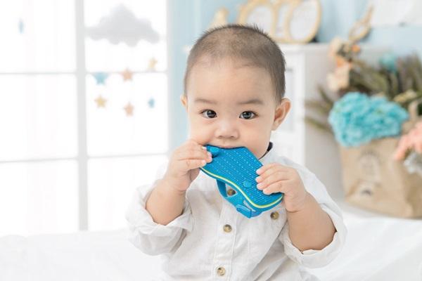 7月女嬰正值口腔期,最常發生「誤食」是家裡