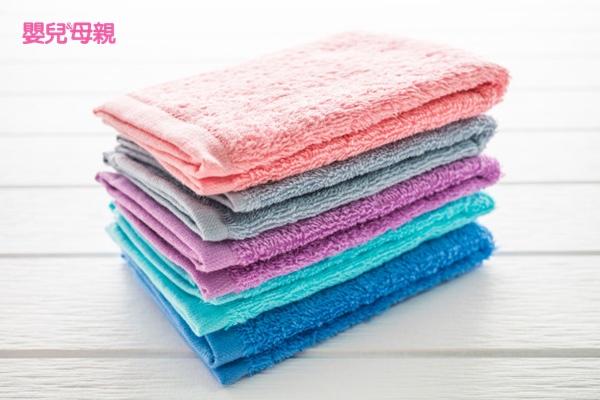乾燥的浴巾除了可以幫助吸收溼氣,還可以增加脫水衣物的份量