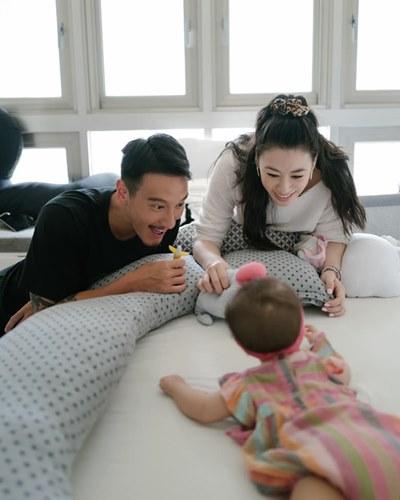 蔡詩芸、王陽明與女兒一家三口幸福模樣