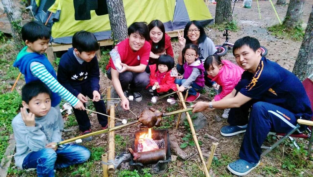 10大親子露營遊戲:烤棉花糖