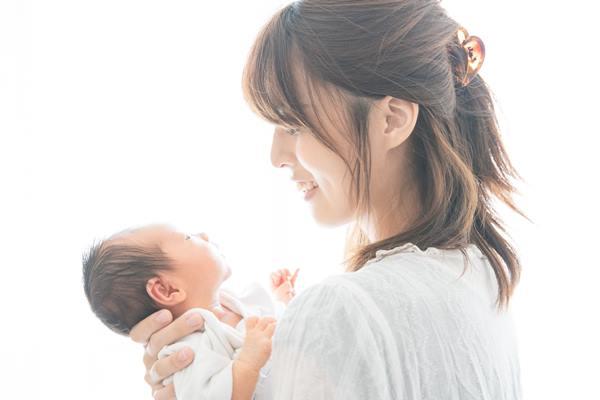 實驗發現,每位女性聞到新生兒的味道後都有愉悅、放鬆的感覺,尤其是那15位媽媽,大腦的多巴胺反應更是明顯。