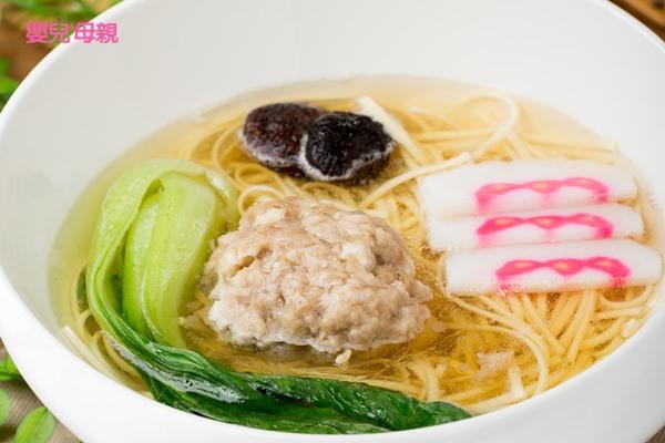 促進腸蠕動、緩解便秘,清爽的獅子頭清湯麵