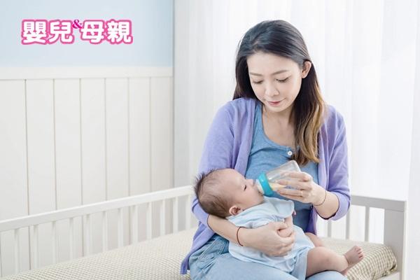 生理性溢吐奶在大約3、4個月大時為最高峰