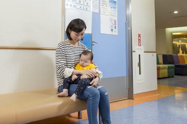 孩子受傷的時候,媽媽需要的是旁人的支持與陪伴,而不是指責。