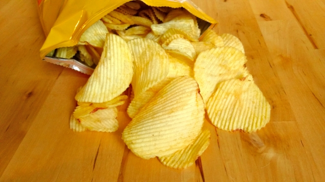 食品類的海苔或非常酥脆的餅乾需要保持極度乾燥的情況下,才會使用生石灰乾燥劑