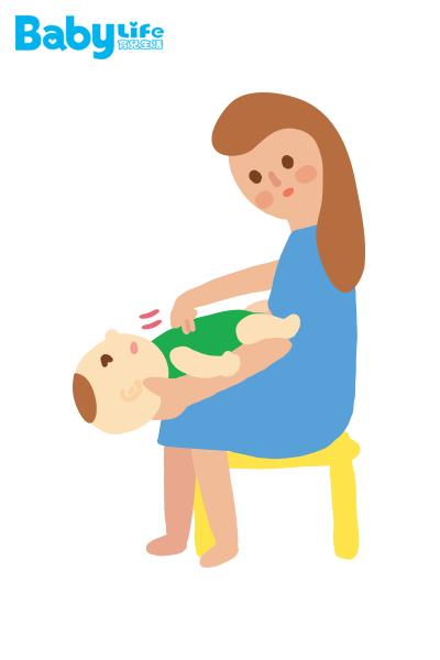 如果痰或異物還是沒有出來,可以換成使用推胸法。