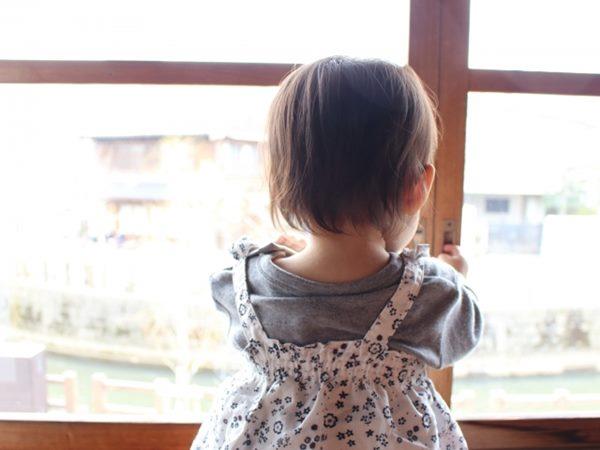 女童睡醒找不到媽媽墜樓身亡