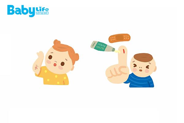 提醒家長,避免在寶寶平時的活動範圍內放置容易割傷的物品,或是避免寶寶進入較多尖銳物品的區域