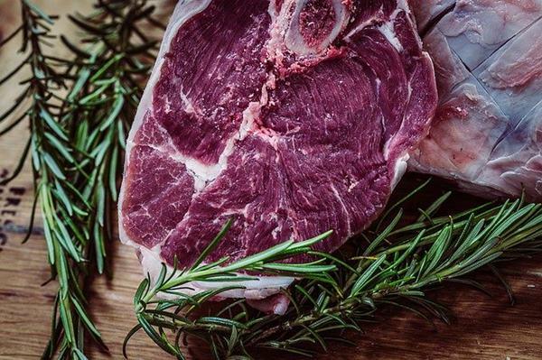 研究已證實,肉類及膽固醇會對男性心臟功能造成負面影響,並且影響勃起能力。