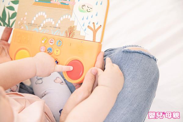 孩子的大腦在3歲前會完成80%的發展,因此親子共讀越早開始越好。