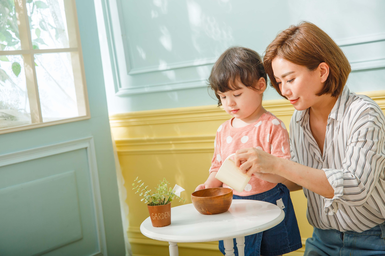 很多父母衷心希望能夠親自照顧嬰幼兒,給小孩更完備的注意力與關愛。