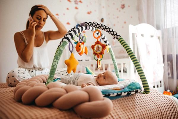 如果自己的情緒真的已到臨界點,照顧者請先把寶寶交給別人或放下,去洗把臉休息一下吧!