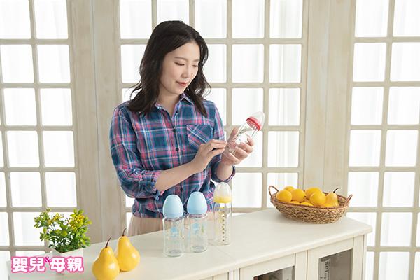 市面上主流的奶瓶依材質可分成「玻璃」、「塑膠」、「矽晶」3種