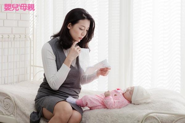 身為新手媽媽,沒有幫手,也沒人可訴說。帶孩子的過大壓力與失控感,和她以前在工作中的狀況很不一樣。