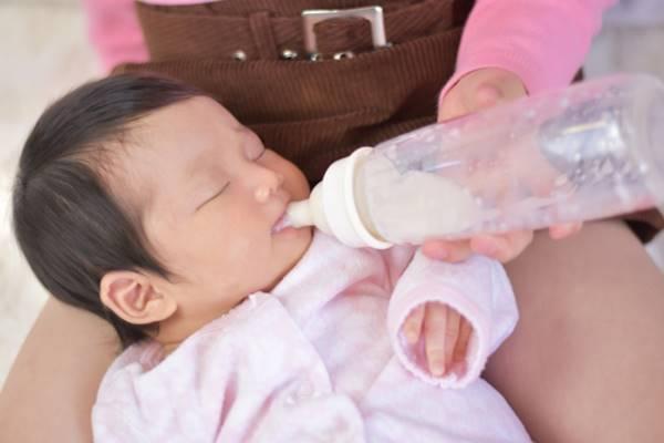 2月嬰喝母乳後狂腹瀉又發燒,糞便驗出沙門氏菌