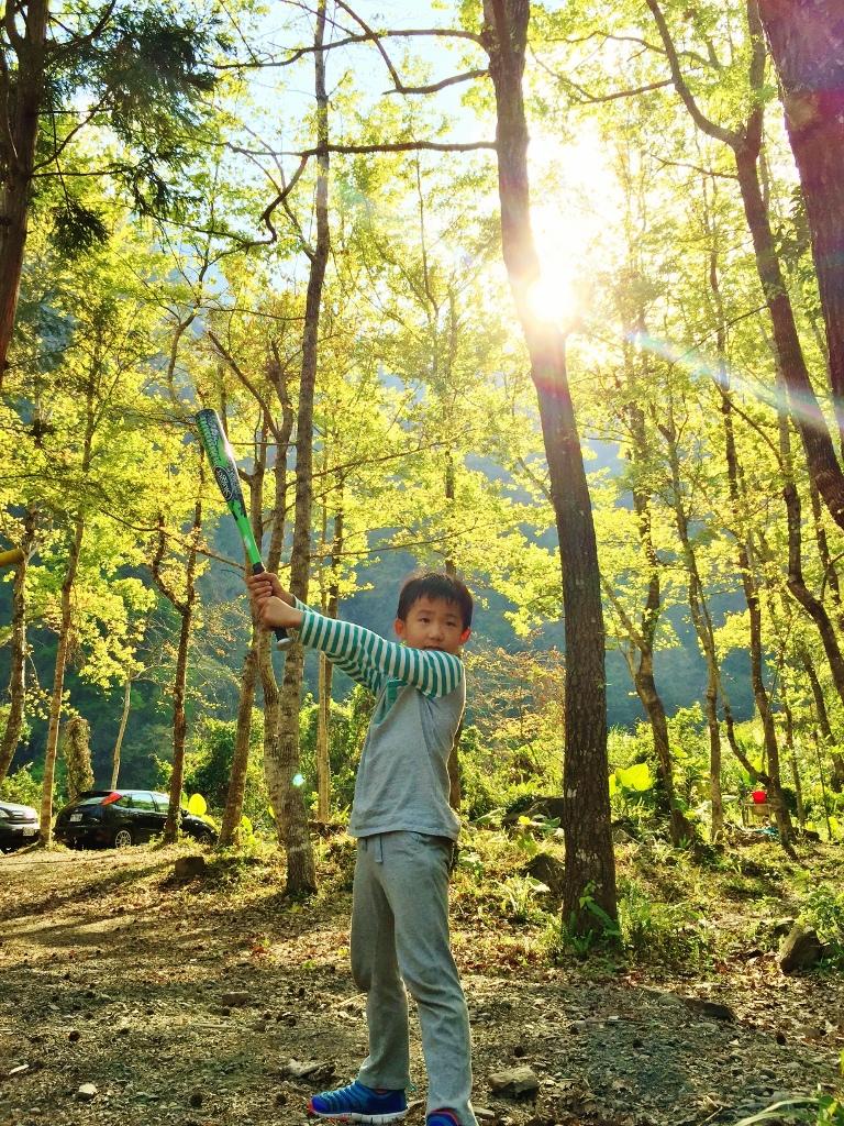 10大親子露營遊戲:打棒球