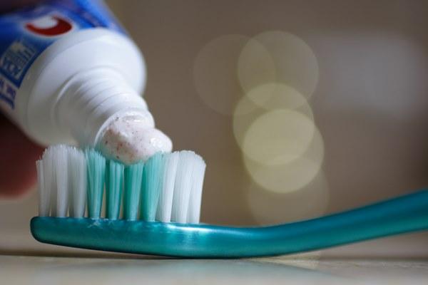 牙膏可消除冰箱異味