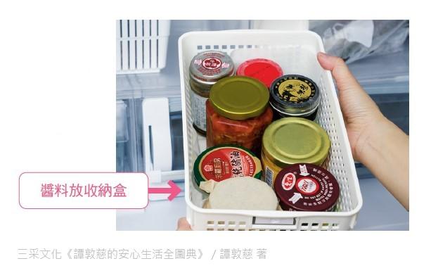 將調味醬料集中放在開放式收納盒裡