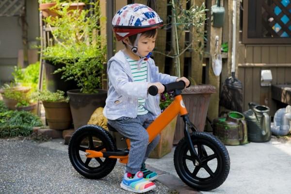 不論如何只要騎機車或騎腳踏車載孩子,戴安全帽總比不戴來的安全。