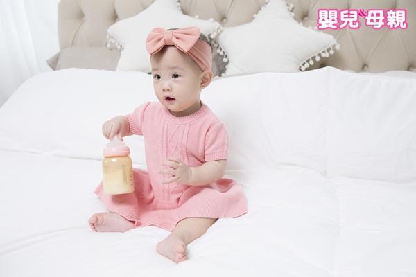 照顧嬰兒時要注意,改善溢奶的方式為增加拍嗝頻率與分段式餵奶