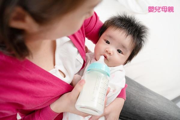 太早用奶瓶導致寶寶乳頭混淆