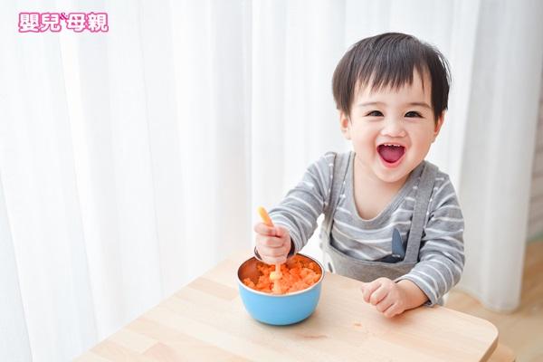 純母乳寶寶應適當補充維生素D和鐵劑,以降低成長緩慢之疑慮