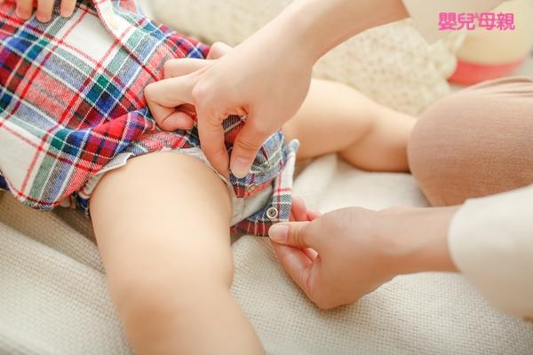 穿包屁衣、連身衣或兔子裝時要注意褲襠的鬆緊度