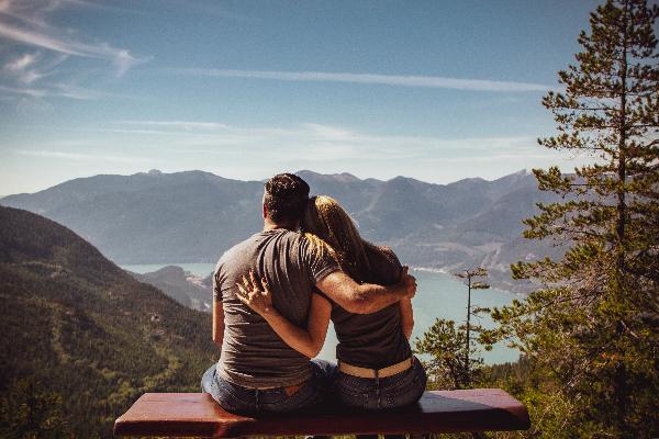 排出時間,慶祝重要的日子,例如結婚週年、情人節等,讓伴侶感受到你的在乎。
