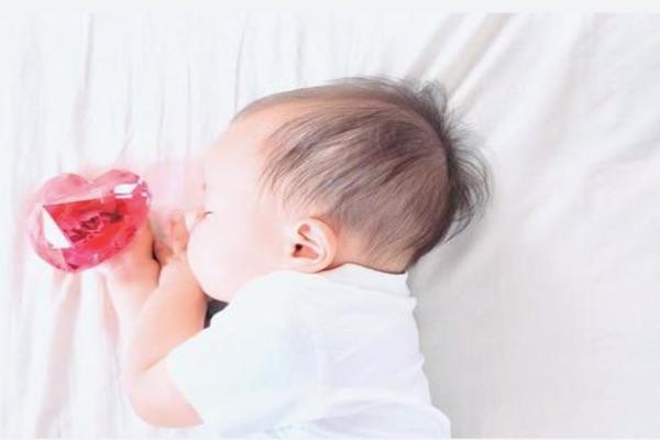 試管嬰兒由於雙胞胎及多胞胎比例高,因而較容易早產及發育不良,但就單胞胎比較而言,試管嬰與自然孕是一樣安全
