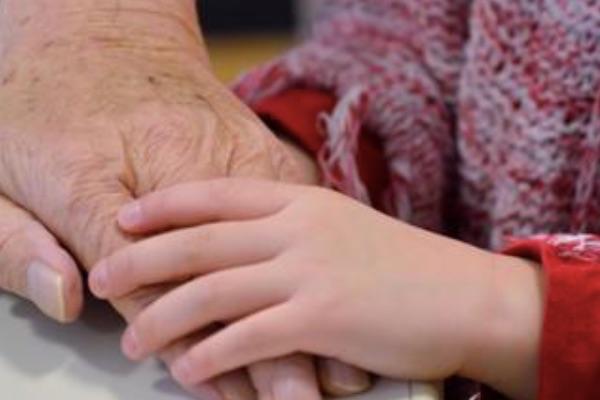 祖父母與父母雙方在教養方面應要取得共識,才有助於孩子正向行為的建立。
