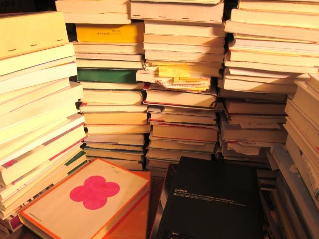 利用3步驟來提高效率整理書籍,將淘汰掉的書捐贈出去。