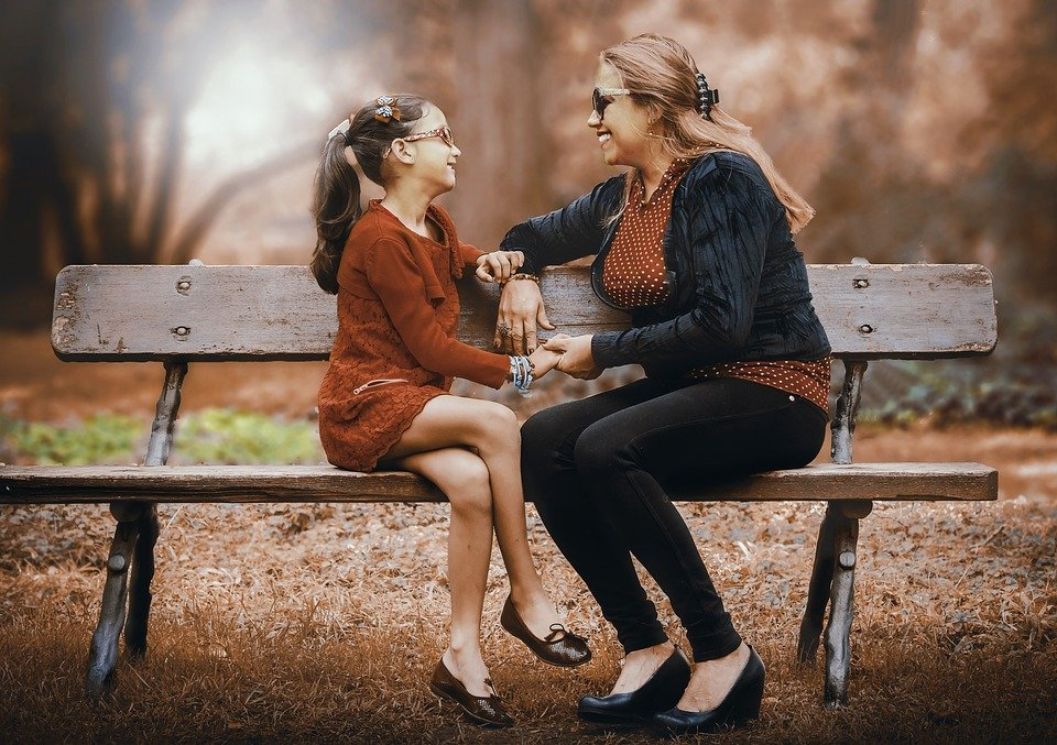 根據丹麥的5000份問卷調查,發現:「媽媽年紀較大的孩子,成長過程越快樂」。