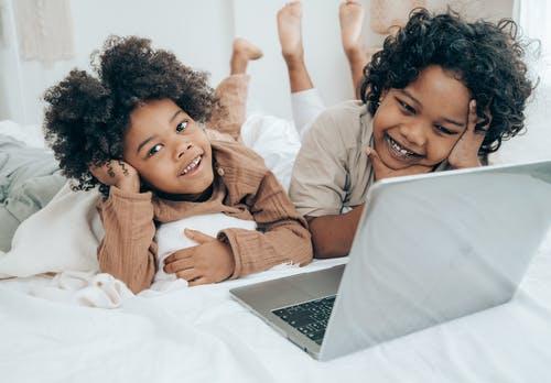 美國兒童科技公司SuperAwesome調查,自從美國開始居家隔離措施後,兒童使用3C的時間激增了70%!