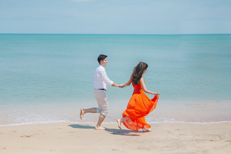 花些時間,專心與對方相處,固定安排約會,能增進與伴侶之間的情感。