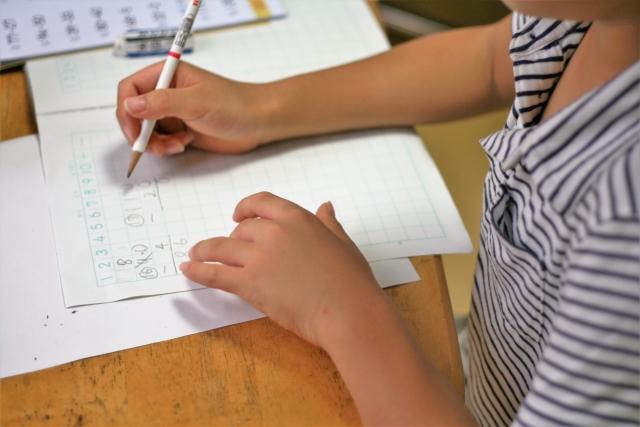 3招書桌收納技巧,讓孩子上課不分心。