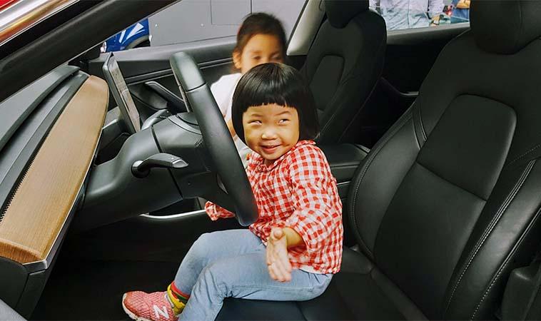 性平教育,當孩子問「女生喜歡車子很奇怪嗎?」我選擇這樣做